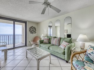 Sunny condo w/ amazing views, shared pool & hot tub - steps from the beach