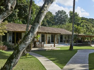 Ang003 - Luxurious beachfront property in Ilha Grande