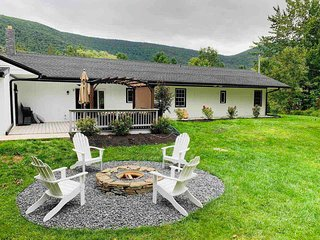 Between Hunter and Windham Mountains,Luxury Vacation 5 BD, 12 sleeps, new