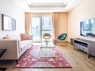 Luxurious Living In This 2BR With Study in Downtown Dubai - Sleeps 5!