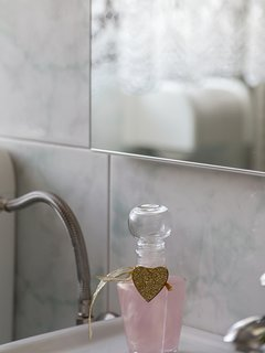 A detail in the bathroom.