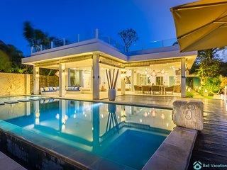 Villa Ibiza: Luxury Beach Villa at Lovina 7 days(!) staffservice