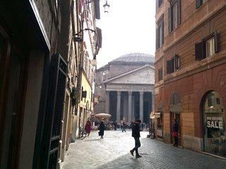 Charming Pantheon Loft