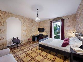 Camera Superior Salvatore Quasimodo a 300 metri dal Duomo di Ibla