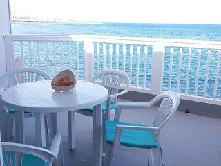 Spacious apt with sea view & Wifi