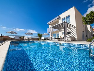3 bedroom Villa with Pool, Air Con and WiFi - 5818111