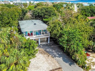 Large, dog-friendly Vilano Beach home - walk to the beach