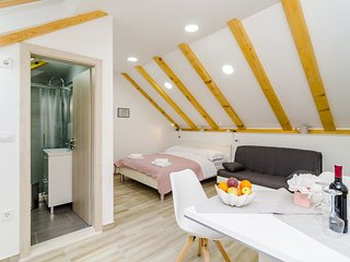 Shining Star Apartments - Attic Studio Apartment with Sea View
