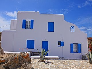 Maganos Suite Dio: Seaview, for 2 persons, enjoys a shared pool, close to Agia