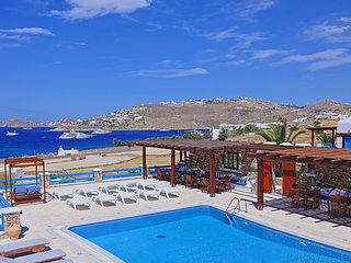 Maganos Suite Tria: Amazing views, for 2 persons, enjoys a shared pool, close