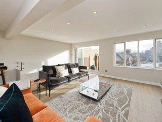 Large 1-Bed w/ Roof Terrace near Battersea Park