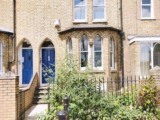 Righton one-bedroom serviced apartment in st. clement's (oxjmlp)