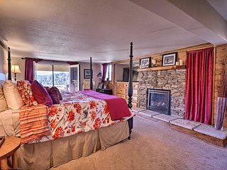Charming Crestline Cabin 0.5 Mile to Lake Gregory!