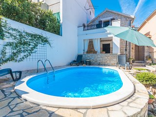 Beautiful home in Benkovac w/ WiFi, Outdoor swimming pool and 2 Bedrooms (CDA459