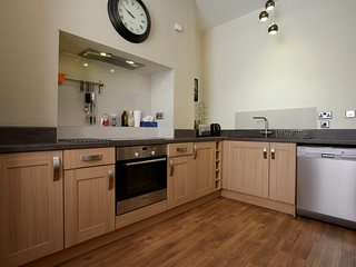 Strawberry Two - Town Centre Duplex Apartment - Opposite Harrogate Convention