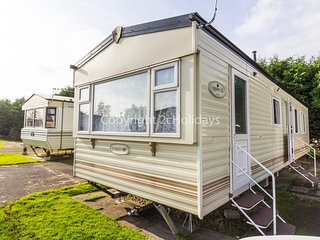 8 berth caravan for hire at Southview Holiday park, Skegness  ref 33153