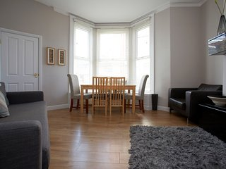 Strawberry One - Town Centre Apartment - Opposite the Harrogate Conventional