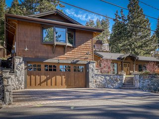 NEW LISTING! Lovely, upgraded modern home w/ private hot tub - dogs welcome!