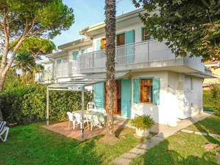 Awesome home in Bibione w/ 2 Bedrooms