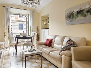Spacious apartment near shops, the Colosseum & Rome Termini!
