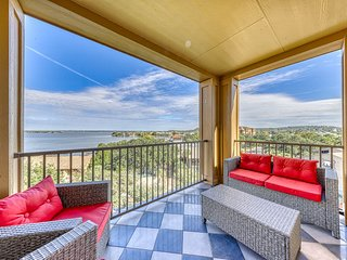 Gorgeous contemporary condo w/ deck with river views, shared pool, & dogs ok!
