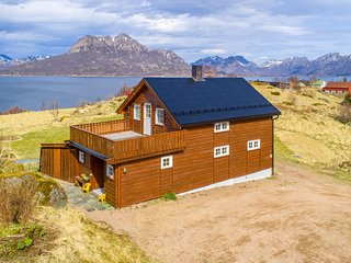 Awesome home in Stokmarknes w/ Sauna and 5 Bedrooms (N39086)