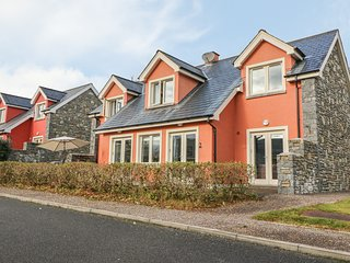 RING OF KERRY GOLF CLUB COTTAGE, en-suite bedroom, 2 sitting rooms, detached