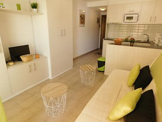Renovated Studio with sea view at 50 m. from the Beach Salatar, Roses