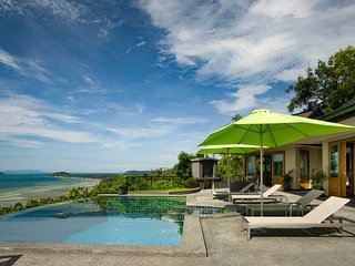 Gorgeous 1 Bed Villa, Panoramic Ocean Views, Pool, Jacuzzi, Free Car + Transfers