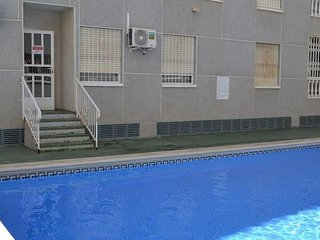 Nice apt with pool access & Wifi