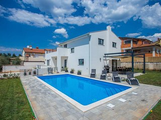 4 bedroom Villa with Pool, Air Con and WiFi - 5651763
