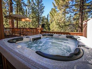 Inn Between Pines 2 BR Fox Farm Log Cabin w/ Hot Tub / Pool Table / Foosball