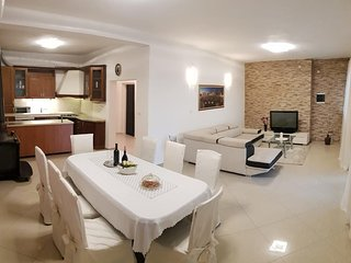 Beautiful Villa for 10 people with Private Pool and Garden