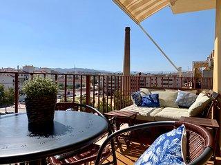 Fin lägenhet med terrass mot 'Sockertorget' 2 minuter från stranden