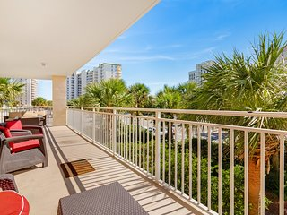 Beachfront romantic getaway with gulf view, private balcony and shared amenities