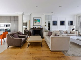 Luxurious 4-Bed House in Fulham with Terrace