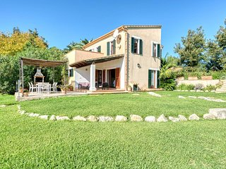 Villa Vertent, very quiet location  at 5 km from Alcudia beach.