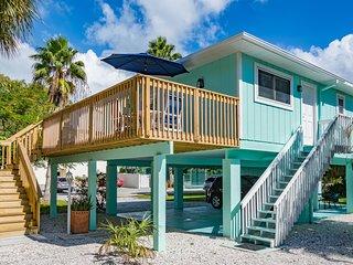 Canary Cottage- 317 Magnolia Ave, Anna Maria