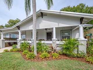 'Bay to Bay Bungalow' - South Tampa Family Home