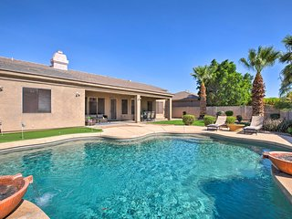 Luxe House 5 Mi to Goodyear, Mins to Golf & Hike!
