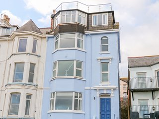 SEAVIEW APARTMENT, sea views, off-road parking, in Dawlish