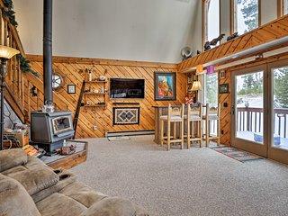 NEW! Dog-Friendly Cabin, 2 Mi to Lake Granby!
