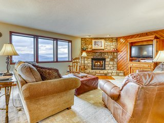 Lower peak Sugar Mountain condo w/panoramic valley view and private balcony