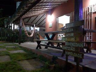 Chalé Calu.  Área ampla, segura e Confortável. Com um visual deslumbrante da Nat