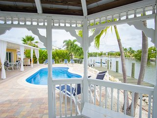 Ocean Breezes 3bed/3bath open water with pool & dockage