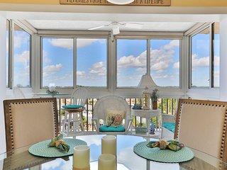 Gulf front condo w/screened-in balcony, ocean views, and shared pool
