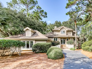 Spacious home w/ shared tennis courts and large kitchen! 1 dog welcome!