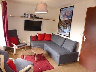 Joli + spacieux appartement situé dans le centre-ville, près de pistes