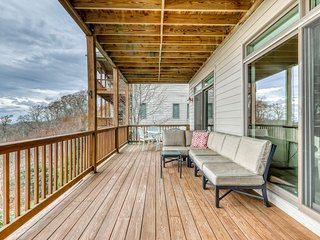 Beautiful Sugar Mountain condo w/panoramic views & private deck