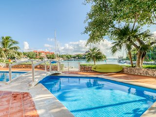 Waterfront studio w/ shared pool, on-site golf, & dock - perfect for couples